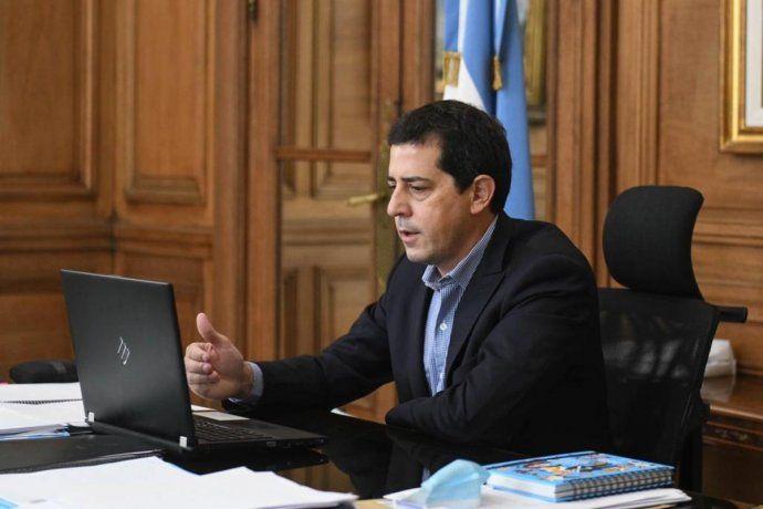 La novela sobre la postergación de las elecciones 2021 comenzó con gobernadores -que aún sueñan- con un proyecto simple de suspensión por única vez de las PASO. El ministro de Interior, Eduardo De Pedro, dijo que lo recomendable es postergarlas un mes.