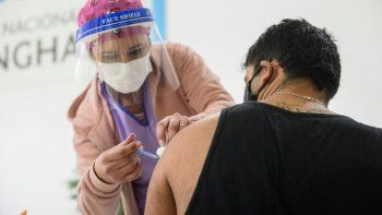 la carrera por las vacunas: tres provincias y caba lideran ranking de inmunizaciones