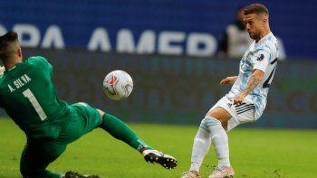 El Papu Gómez abrió el marcador para Argentina con un golazo.