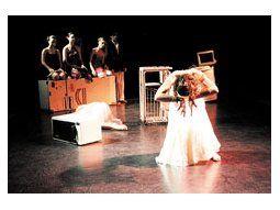 Un notable grupo de bailarines anima la coreografía «Casta Diva. Ramos Generales» de Mónica Fracchia.