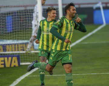 Aldosivi goleó a Colón en Mar del Plata y sigue en la pelea de arriba