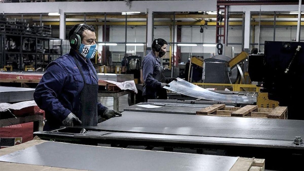 por decreto, gobierno lanza programa para convertir planes sociales en empleo registrado