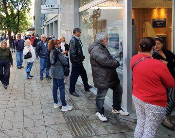 Kicillof apuesta a llevar de 7% a 9% cobro de II.BB. sobre el sector financiero