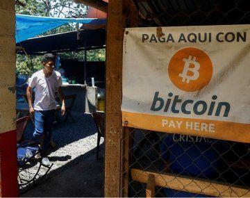 El Bitcoin debutó como moneda oficial en El Salvador en medio de manifestaciones en contra