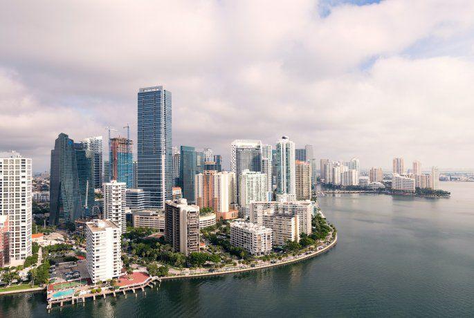 Desde hace unos años, ya no solo empresas de gran calibre pisan Miami para comenzar la construcción de un nuevo emprendimiento. Cada vez más, desarrolladores residenciales y comerciales con edificaciones promedio (de 50 a 200 unidades) se animan a dar el primer paso y colocar el primer ladrillo.