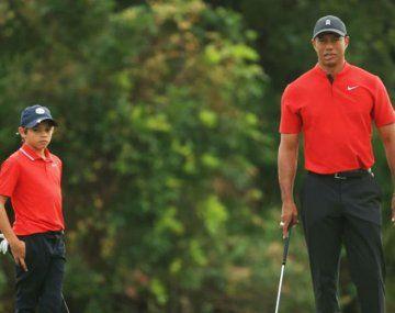Tiger Woods y su hijo Charlie jugaron en el torneo familiar de Orlando, Florida.