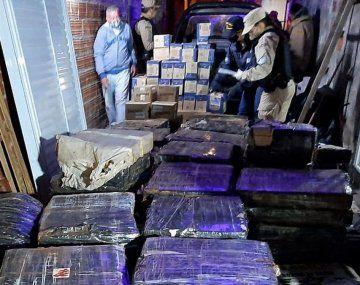 En los allanamientostambién se secuestró mercadería de interés para la investigación y la causaJudicial.
