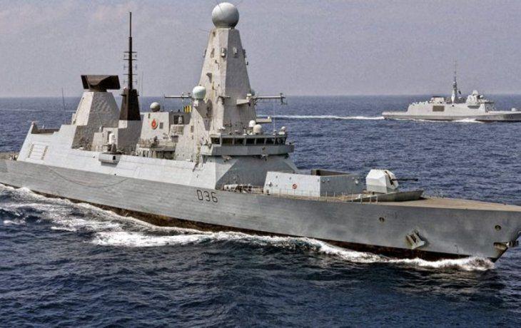 Rusia arrojó bombas en dirección al HMS Defender británico en las aguas del Mar Negro, frente a Crimea.
