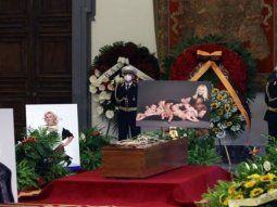 Último adiós: miles de italianos despiden a Raffaella Carrá en Roma.