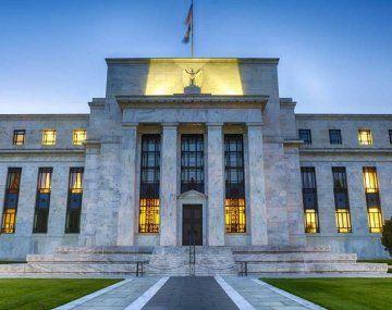 La FED mantiene bajas las tasas de interés para fomentar la reactivación económica.