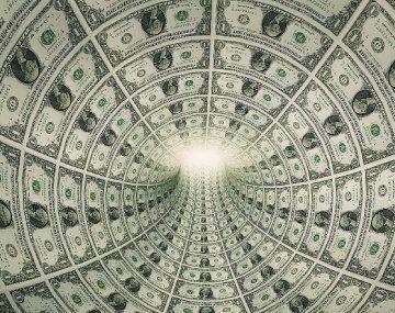 La deuda se va acumulando durante distintas gestiones que gastan en exceso, hasta que llega una que no puede refinanciarla más.