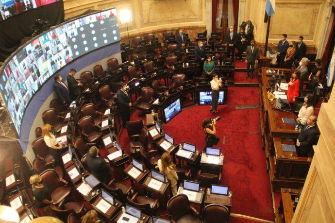 El Senado debate los cambios en ganancias y monotributo.