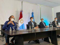 Los ministros de Finanzas, Osvaldo Giordano, y de Gobierno, Facundo Torres, durante la nueva reunión virtual de este jueves de la Mesa Provincia-Municipios, con el foco puesto en 2021.