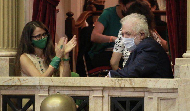 La ministra de las Mujeres, Géneros y Diversidad, Elizabeth Gómez Alcorta y su par de Salud, Ginés González García, presenciaron parte del debate desde el recinto.
