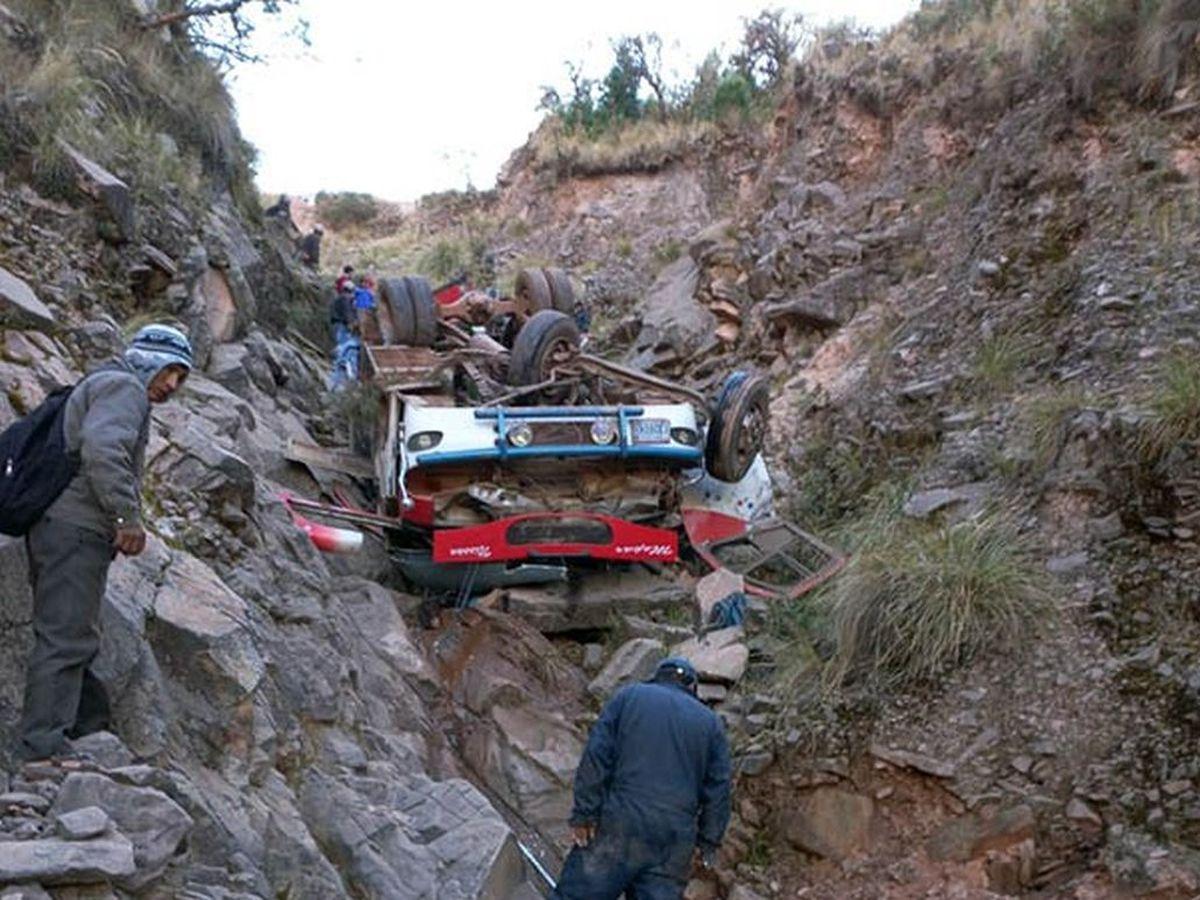 Veintitrés muertos y trece heridos por la caída de un autobús a un  precipicio en Bolivia