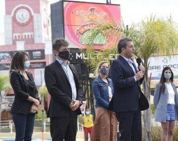 Axel Kicillof y Sergio Massa hoy en Tigre, durante el acto de reapertura del Parque de la Costa.