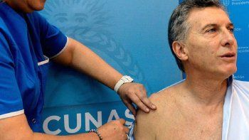 """Vacunado. Mauricio Macri recibió cuando era presidente en 2016 la vacuna antigripal en el Hospital Fernández. En medio de la pandemia, el ex mandatario se vacunó contra el Covid-19 en EEUU. Pagué y me vacuné"""", dijo."""