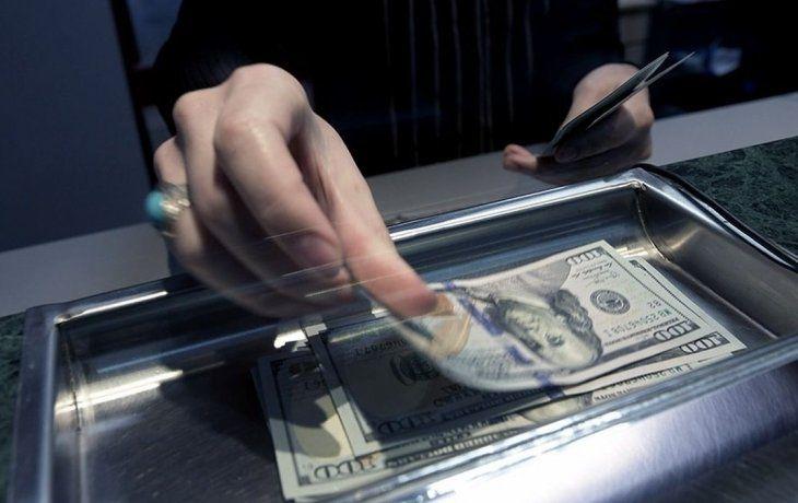 Dólar blue récord y casi en $200: por qué sube y qué puede pasar en los próximos días