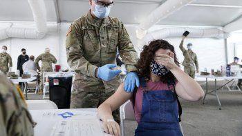 Más de la mitad de la población de Estados Unidos ya fue vacunada contra el coronavirus.