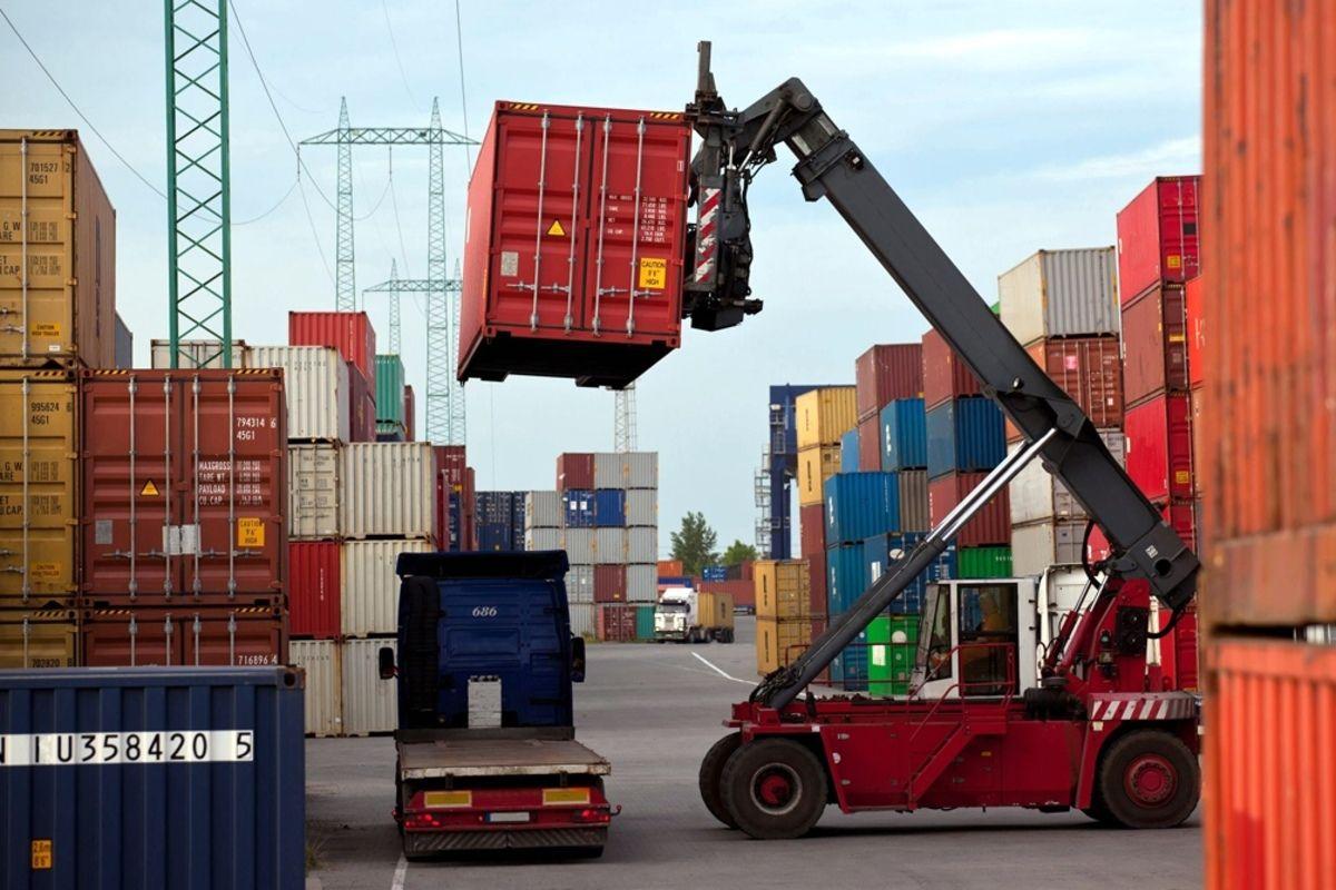 superavit comercial desacelero a u$s1.667 millones pero exportaciones tuvieron mejor septiembre en 10 anos