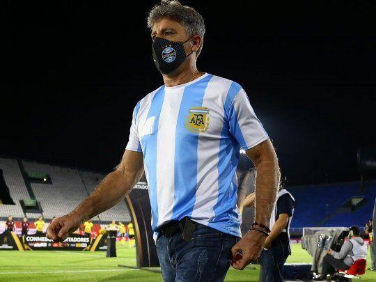 Técnico brasileño homenajea a Maradona de una manera especial