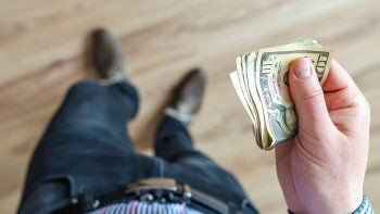 dolares bursatiles suben mas de $5 en julio en un contexto de toma de cobertura