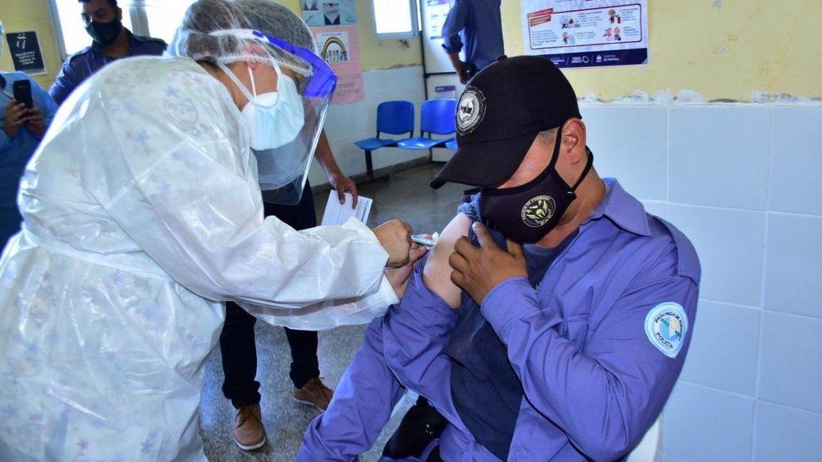 Formosa inició la vacunación del personal de Salud y de Seguridad en interior provincial y los puestos fronterizos