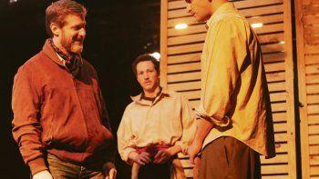 De hombres y ratones. De izq. a der: el director Lisandro Fiks, Juan Luppi y Ramiro Méndez Roy.
