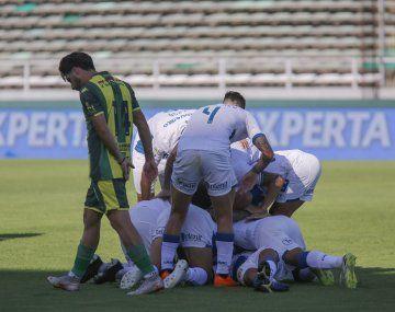 Rosario Central ganó en Mar del Plata y alcanzó a
