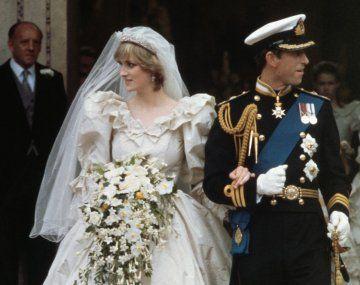 Remataron por más de u$s3.000 una porción de la torta de bodas del príncipe Carlos y Lady Di