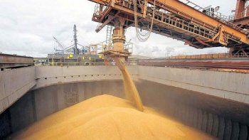 Mientras cae el nivel del Río Paraná avanza la recolección de soja y maíz.