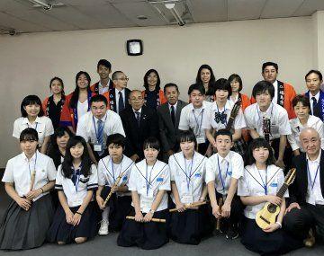Alumnos de la ciudad de Kawamata y comitiva junto a Embajador Fukushima