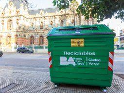 ciudad de buenos aires completo la distribucion de contenedores verdes para reciclaje