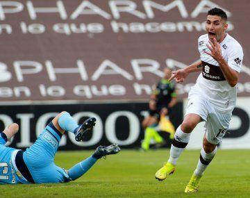 Chocho. Platense despidió a Llop con una sonrisa tras su goleada a Rosario Central en Vicente López.