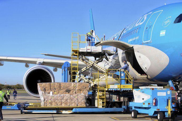 Preparados. Los Airbus A 330 de Aerolíneas Argentinas están listos para la operación de transporte de vacunas desde Moscú.