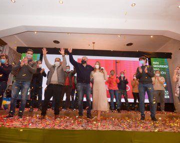 El bunker del Frente Cambia Jujuy, a la hora de los festejos sobre la medianoche del domingo y con el radical Gerardo Morales a la cabeza.