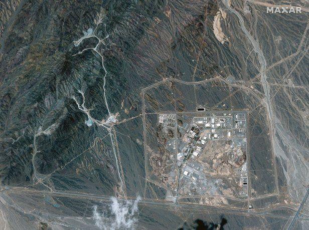 AMENAZAS Y PEDIDOS. La central nuclear iraní de Natanz refinará uranio al 60%.