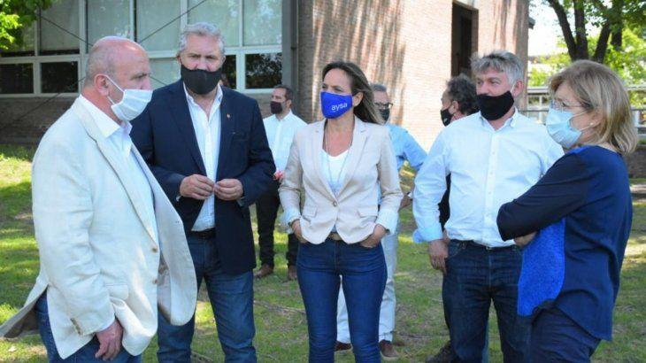 Galmarini y Grindetti supervisaron obras de AySA en Lanús para la extensión de la red cloacal