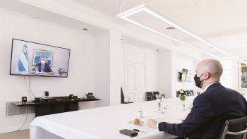 Virtual. Juan González, enviado de Joe Biden, almuerza pantalla de TV de por medio con Alberto Fernández.