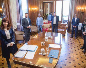 Cristina de Kirchner y Sergio Massa junto a los representanes gremiales.