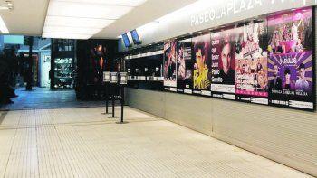Paseo La Plaza. El complejo volvió a los espectáculos online y suspendió la reprogramación presencial.
