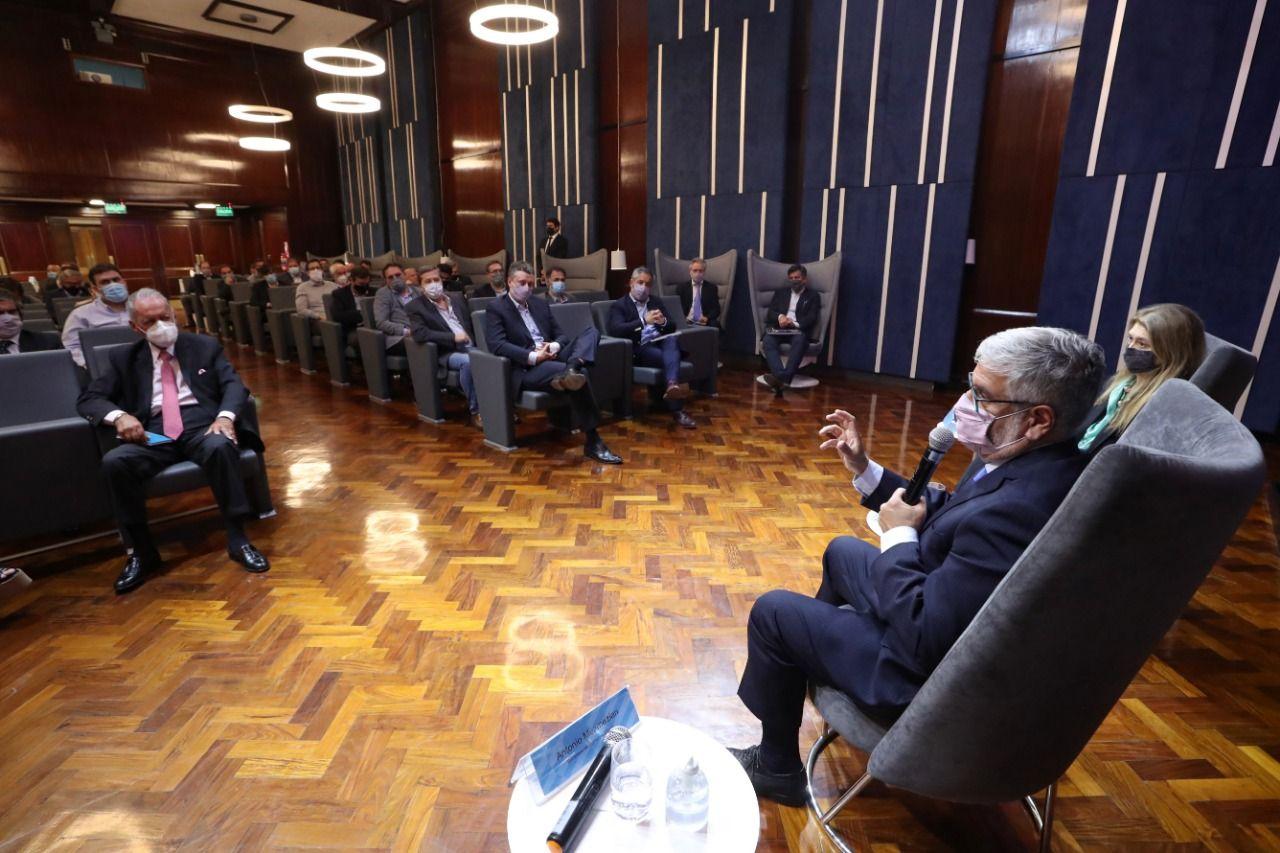 Roberto Feletti, durante el encuentro con empresarios de la industria alimenticia.