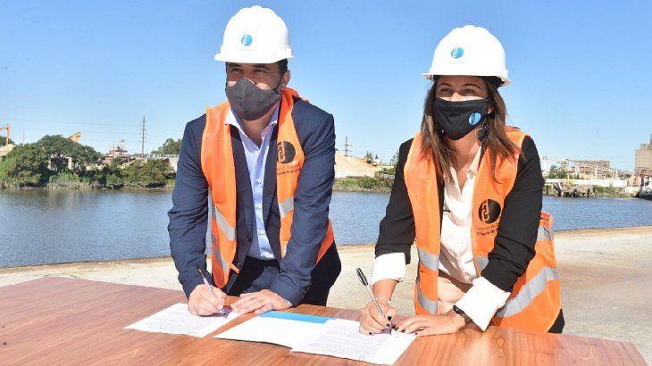 El secretario de Energía, Darío Martínez, y la presidenta del Consorcio de Gestión del Puerto de Dock Sud (CGPDS), Carla Monrabal.