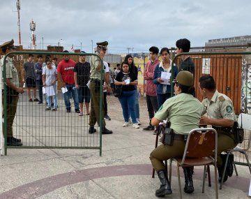 Los Carabineros fueron instruidos por el gobierno de Sebastián Piñera para que controlen el ingreso a la prueba universitaria.