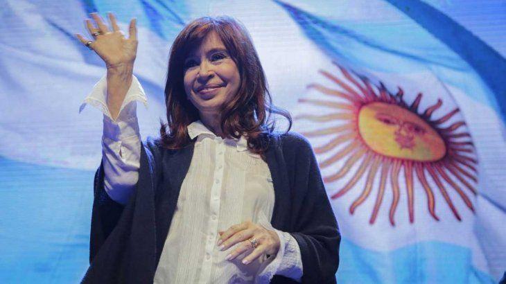 La vicepresidenta Cristina Fernández de Kirchner cuestionó a la Corte Suprema por el fallo cobre clases presenciales.