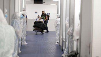 un nuevo laboratorio estara a cargo de los testeos de covid-19 en el aeropuerto de ezeiza