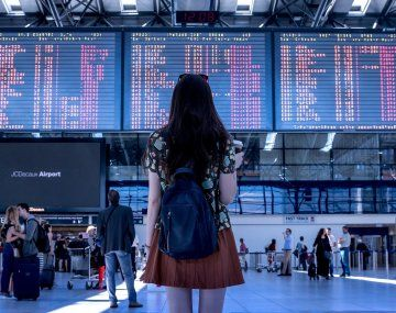 España aplica aislamiento de diez días para los viajeros de Sudáfrica y Brasil