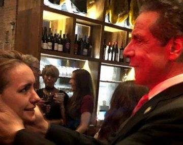 El intento de Andrew Cuomo de besar a Anna Ruch quedó registrado en las imágenes de la boda.