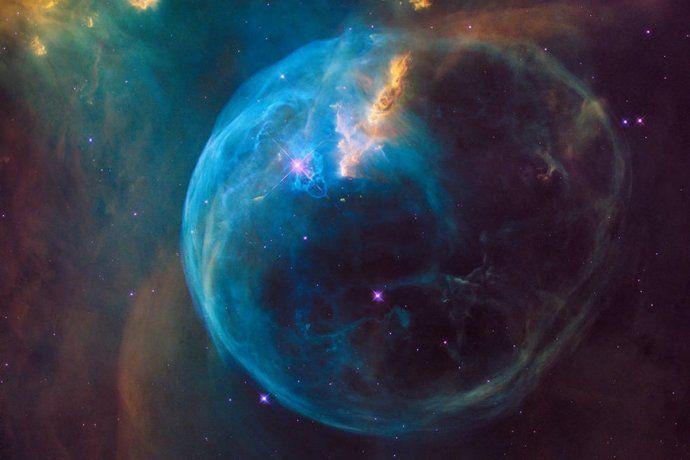 La Nebulosa de la Burbuja, una bola de gas inmensa y una fotografía espectacular.