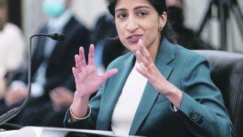Control. Lina Khan, titular de la FTC, es crítica de las grandes fusiones.